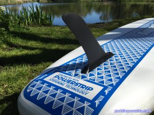 Aquaglide Cascade 11' inflatable standup paddleboard - large single fin setup
